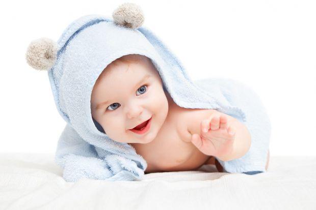Усі ми народжуємось із певним відтінком шкіри: хтось смуглявий з народження, а хтось - білий, як молоко. Та якщо ваша дитина все літо гуляє