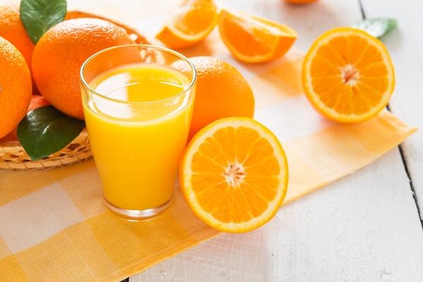 Рідкі вітаміни, які зміцнюють організм і дають енергію на цілий день.