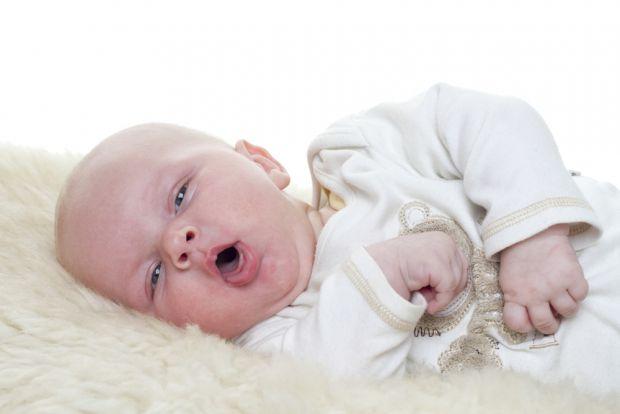 Лікування кашлю як з температурою так і без температури повинно проводитися тільки під наглядом лікаря-педіатра. При перших симптомах потрібно приступ