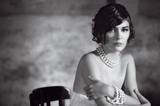 Тему раку грудей останнім часом активно експлуатують в ЗМІ через операції голлівудської актриси Анджеліни Джолі, яка видалила молочні залози у зв'язку