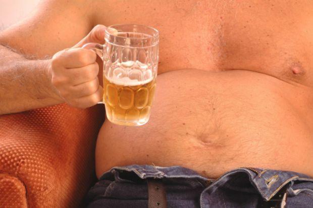 Багато людей стверджують, що у чоловіків росте живіт від пива, але чи це так - читайте далі.
