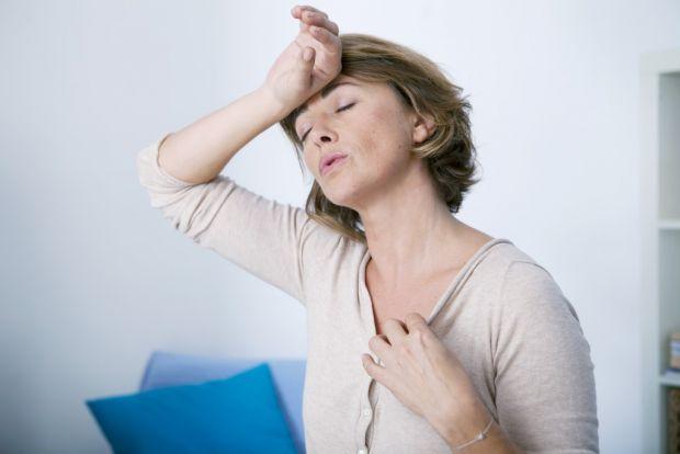 Менопауза - у жінок зникає можливості мати дітей, це характеризується нерегулярністю або повним припиненням менструацій. У середньому настає близько 5