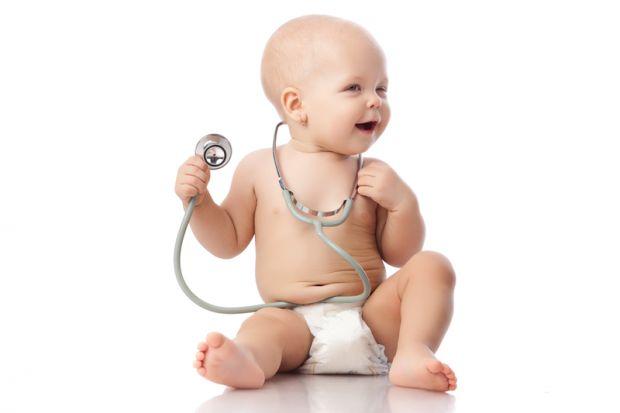 Попрілості у дитиниПри попрілостях у дітей особливу увагу зверніть на памперс малюка. Намагайтеся в ці дні його взагалі не використовувати. Найголовні