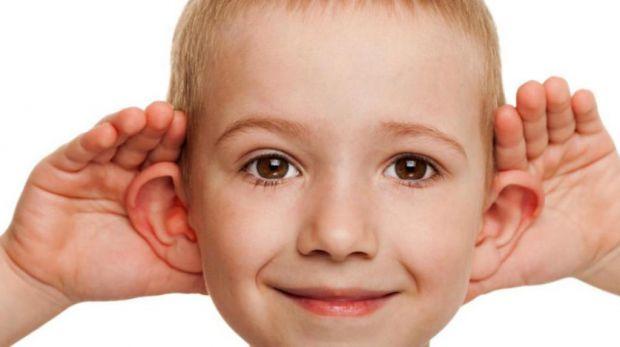 Доктор Комаровський разом з проектом «безпечне дитинство» по пунктах пояснює, в чому небезпека використання ватних паличок для чищення вух не тільки д
