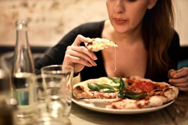 Японські вчені з'ясували: ті, хто повільно пережовують їжу, мають гарну фігуру.