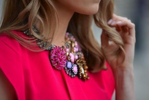 Не даремно психологи стверджують, що яскраві кольори в одязі допомагають людині боротися з поганим настроєм. А ось чорний та сірий не несуть позитиву,