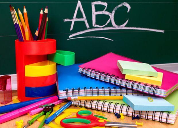 Літні канікули на фінішній прямій. Учні налаштовуються на навчання, їхні батьки збирають гроші. Нині мати у родині школяра майже розкіш. Приладдя доро