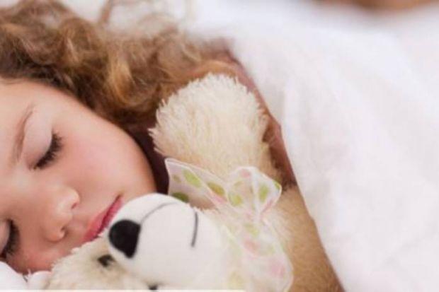 Кожна матуся пам'ятає про ті щасливі ночі, коли вона годувала малюка і спостерігала за тим, як той засинає у неї на руках.У віці дитини до року спільн