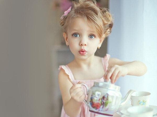 Якщо це літо і ваш малюк часто прибігає до вас, щоб попросити пити, у цьому немає нічого дивного. Та якщо дитина раптово стала значно більше вживати р