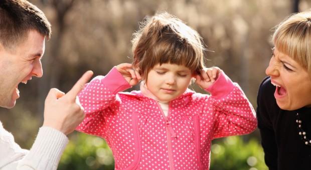 Якщо провести серед своїх знайомих невелике опитування, то з'ясується: кожен хоча б раз ставав свідком неприємної сцени, коли мати або батько кричали