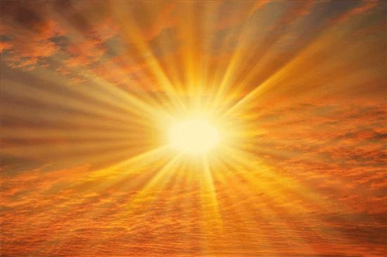 Літо – прекрасний час для відпочинку, але не всі можуть дозволити собі поніжитись під сонечком. Багато людей мають алергію на сонячні промені. Симптом