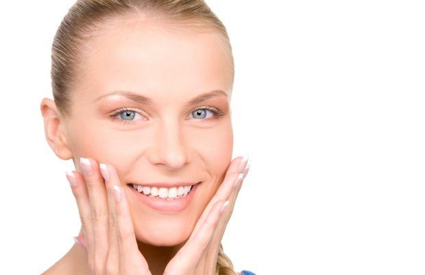 Якщо ви помітили перші зморшки на вашому чолі, тоді ще рано впадати у відчай. Адже комплексний догляд у вигляді кометологічних засобів та вправ здатен