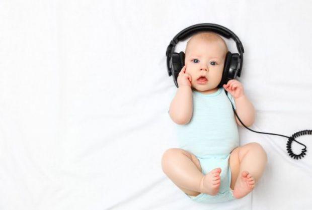 Якщо Ваш малюк не реагує на звуки, не розмовляє або розмовляє гірше, ніж його однолітки, не вимовляє звуків, «пропускає» закінчення слів, або якщо у ш