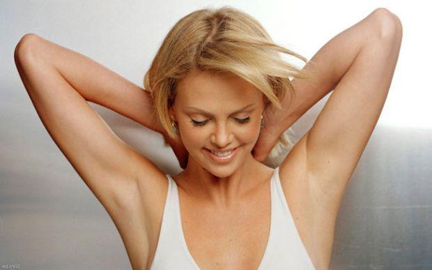 Дезодоранти своїми рукамиДезодоранти заглушають неприємний запах, абсорбують вологу і шкірний жир, але не впливають безпосередньо на сам процес потови