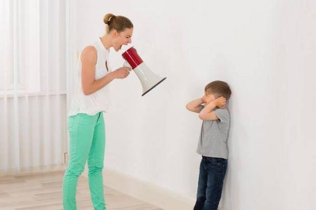 Всі батьки хочуть виховати дітей гідно і бояться, що вони виростуть розпущеним. Але багато хто стає занадто вимогливим до дітей. Як зрозуміти, що ви з