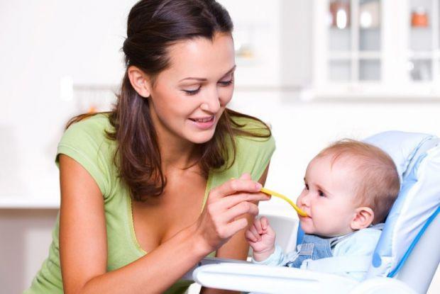 Что может быть проще, чем кормить ребенка молоком из собственной груди? Но малыш растет и нужно его приучать к другим продуктам.