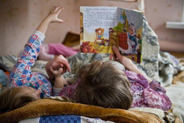Казки ефективніше впливають на розвиток дітей, якщо їх читають батьки, при цьому, дівчатка, як виявилося, здатні отримати від цього найбільшу вигоду.