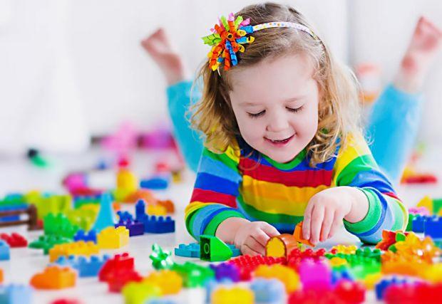 Іграшки, які розвивають мислення й моторику дитини.