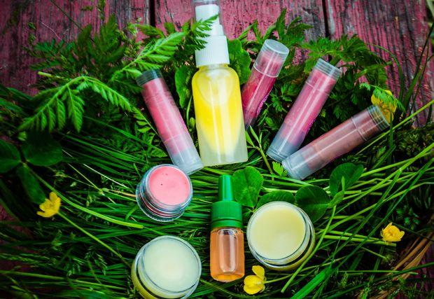 Натуральна екологічно чиста продукція на основі рослинних екстрактів для догляду за обличчям стає все більш популярною на косметичному ринку.