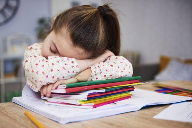 До першого класу діти зазвичай остаточно відмовляються від денного сну. Але чи правильно це?