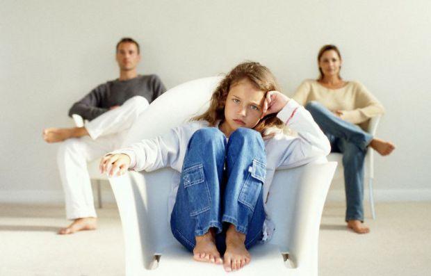 Маніпуляція - це прихований психологічний вплив на партнера з метою домогтися від нього вигідної поведінки. У матеріалі ми описали, як дитина може ман