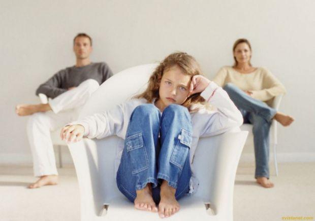 Часто діти після розлучення почуваються як зайва річ: їх забирає батько чи мама, говорить на загальні теми та повертає додому. Щоразу батьки ще й можу