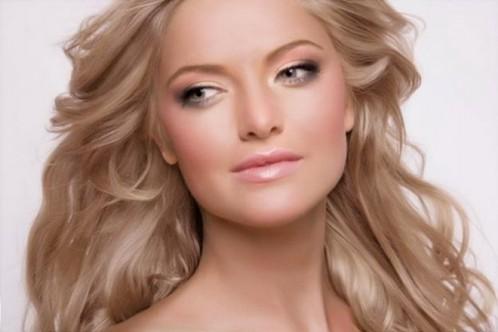 Який же варіант вечірнього макіяжу підходить для натуральних і фарбованих блондинок?