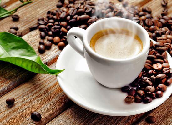 Про користь і шкоду кави досі сперечаються як медики, так і науковці. Як багато ми насправді знаємо про каву? Чи можна її пити годуючій мамі?