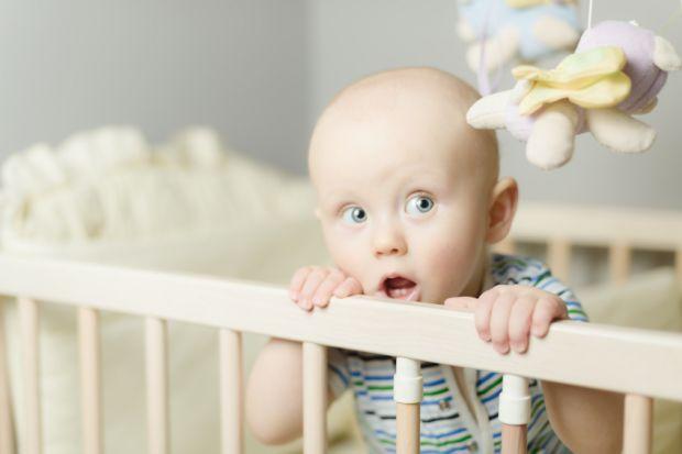 Вчені дізналися, де краще спати маленькій дитині.