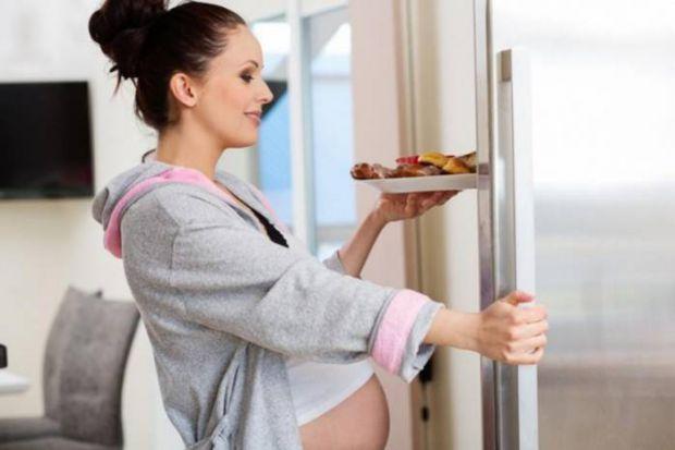 В очікуванні малюка майбутня мама наповнена радістю і турботами. І не останнє питання в цьому списку: що з'їсти такого, щоб і смачно і корисно? А навк