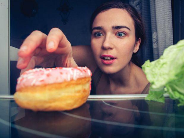 Згідно з останніми дослідженнями, які опублікували фахівці в галузі вивчення онкологічних захворювань, звичка вечеряти перед сном здатна обернутися на