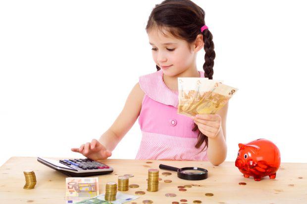 Коли і як найкраще видавати дитині кишенькові гроші - читайте у матеріалі.