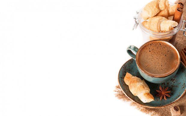 Лікарі застерігають, що всього 2 чашки кави на день - це допустима норма, всі наступні несуть серйозну шкоду організму.