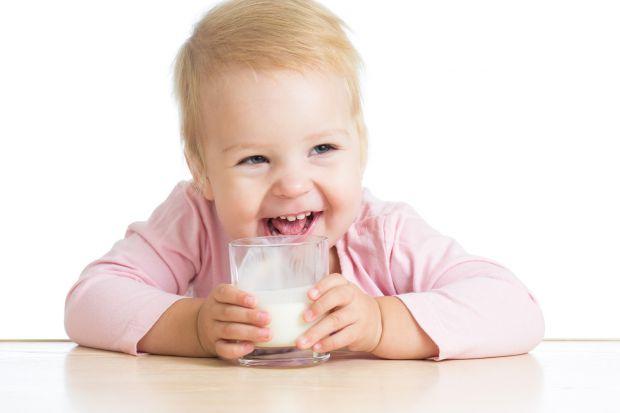 Скрізь пишуть, що кефір можна давати дитині з 7-8 місяців, а, між тим, на молочних кухнях є кисломолочні суміші з 0 місяців. Чи є кефір (кисломолочна