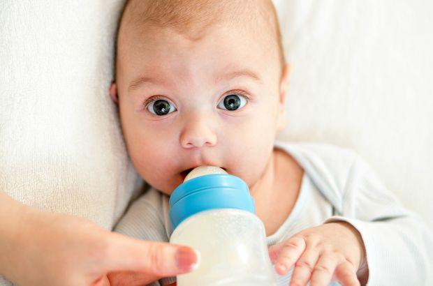 Немовлята відригують відразу після того, як поїли, або трохи пізніше, така їх особливість. Тільки одні роблять це вкрай рідко, а інші часто. У когось