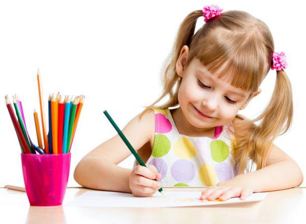 Ваша дитина обожнює малювати? Чадо часто малює сім'ю і вам цікаво, як можна проаналізувати дитячу картину з точки зору психолога? Головне - не заважай