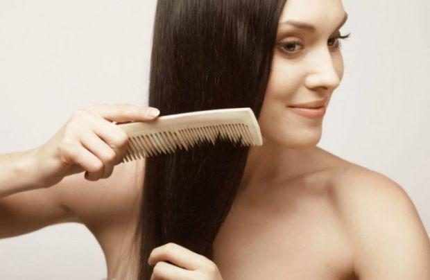 Лікувальні тоніки (настої) для волосся робляться на основі лікарських трав, оцту або чаю. Є кілька рецептів як їх зробити.
