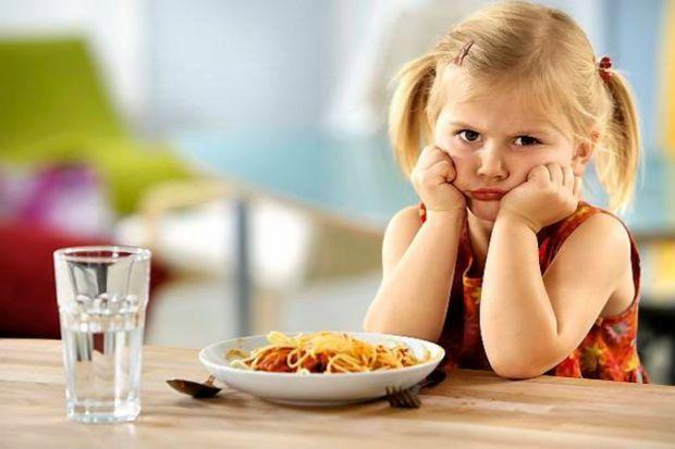 Часто мама хвилюється, коли дитина починає мало їсти, задаючись питанням - а чи не хворе чадо? У нас є відповіді на це запитання.