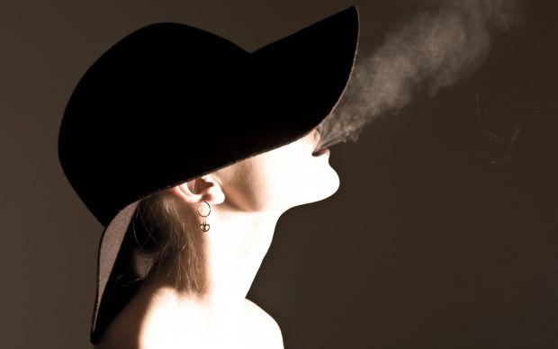 Чому жінкам важче кинути курити, ніж чоловікам.Саме жінка несе відповідальність за життя і здоров'я ще ненародженої дитини, а куріння під час вагітнос