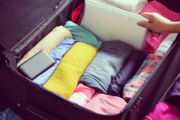 Досвідчена мандрівниця Керолайн Ясинська дала кілька порад, які допоможуть успішно зібрати валізу в поїздку. Її інструкції опублікував