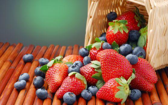 Усього кілька порцій полуниці і чорниці на тиждень здатні скоротити ризик інфаркту у жінок. Таку заяву зробили фахівці з Гарвардської школи.