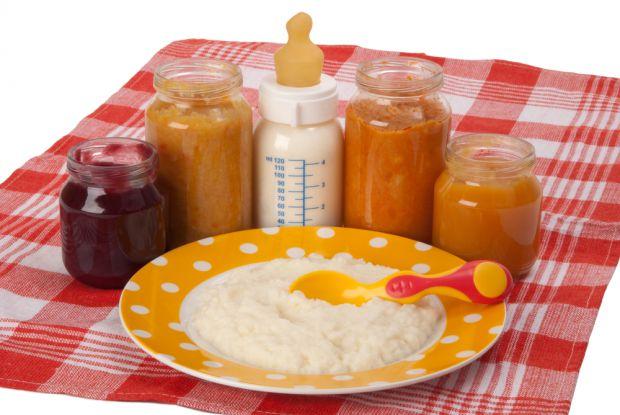 Раніше першою стравою прикорму було фруктове пюре і сік. В даний час практикується введення спочатку овочів або каші.