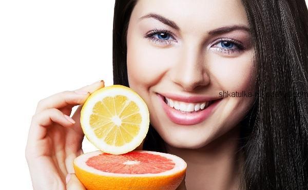 Грейпфрут містить в собі величезну кількість такого потужного антиоксиданту, як вітамін С. Цей цитрус неймовірно корисний для здоров'я людини. Він зда