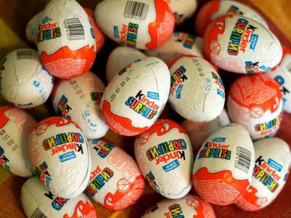 Ні для кого не секрет, що Кіндер сюрприз діти люблять не так за шоколад, як за наявність іграшки. Вони отримують і одне й інше одночасно, в той же час