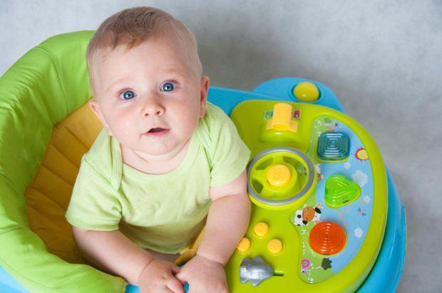 Багато батьків переконані, що при використанні ходунків малюки пізніше починають ходити, бо вони порушують правильне сприйняття простору, тримання рів