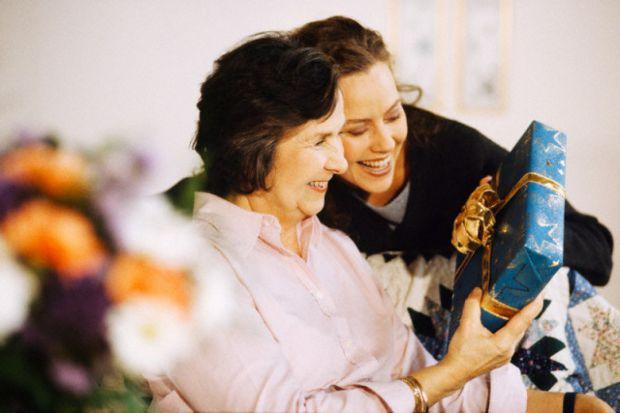 Вскоре к нам пожалует 8 марта и пора думать, что бы такого интересного подарить любимым женщинам: маме, сестре, любимой или маленькой дочке. А если у