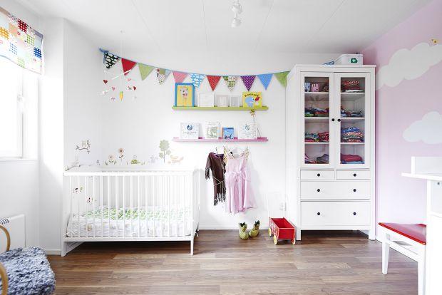 Велика кількість батьків, в сім'ях яких народилось немовля, задаються питанням, як облаштувати дитячий куточок у невеличкій квартирці? Якщо і ви зіткн