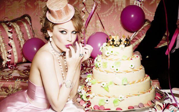 Медикам вдалося з'ясувати причину, чому жінки так люблять солодощі.