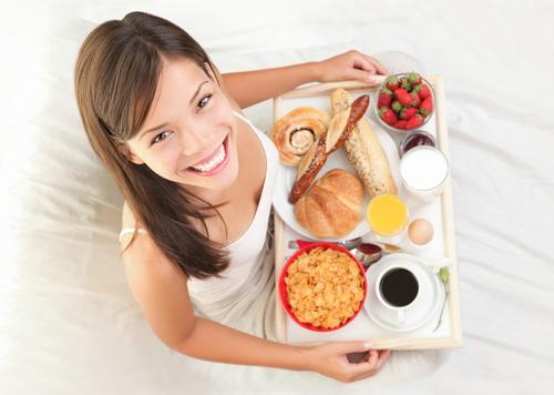 Вчені з Ізраїлю стверджують, що завдяки щільному сніданку жінки навіть з діагнозом полікістозу яєчників зможуть швидше завагітніти.