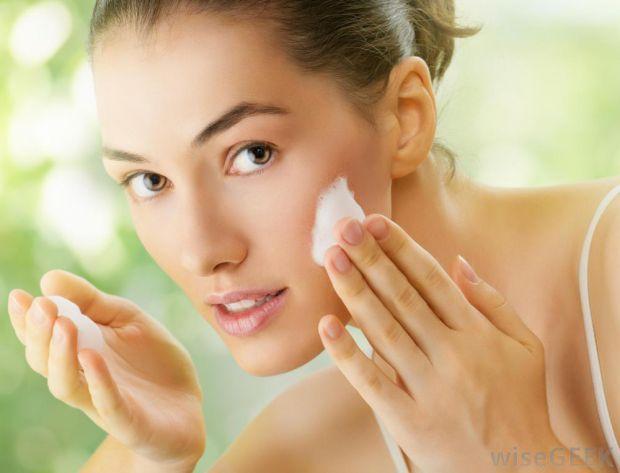 2924_woman-putting-on-face-cream.jpg (30.78 Kb)